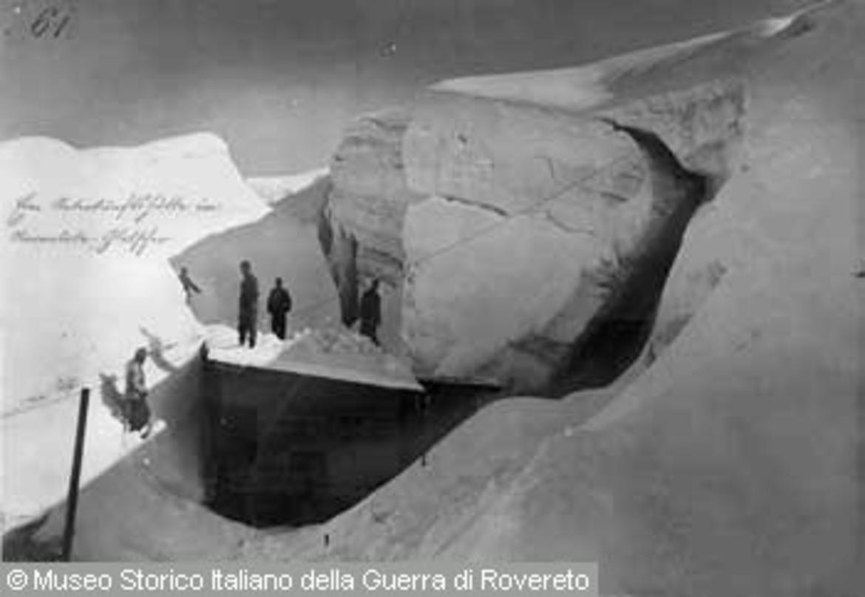 Baracca in un crepaccio del ghiacciaio della marmolada for Colori del rivestimento della baracca