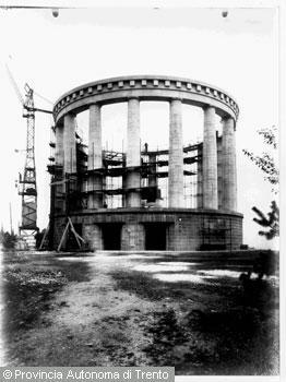 Fotografia storica trentino cultura for Cantiere di costruzione