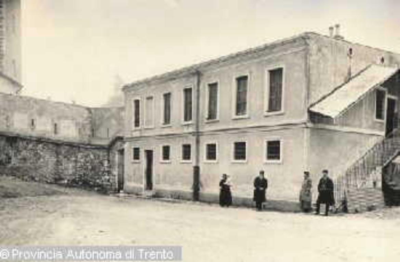 Trento castello del buonconsiglio casa delle carceri nel for Piani casa del cortile