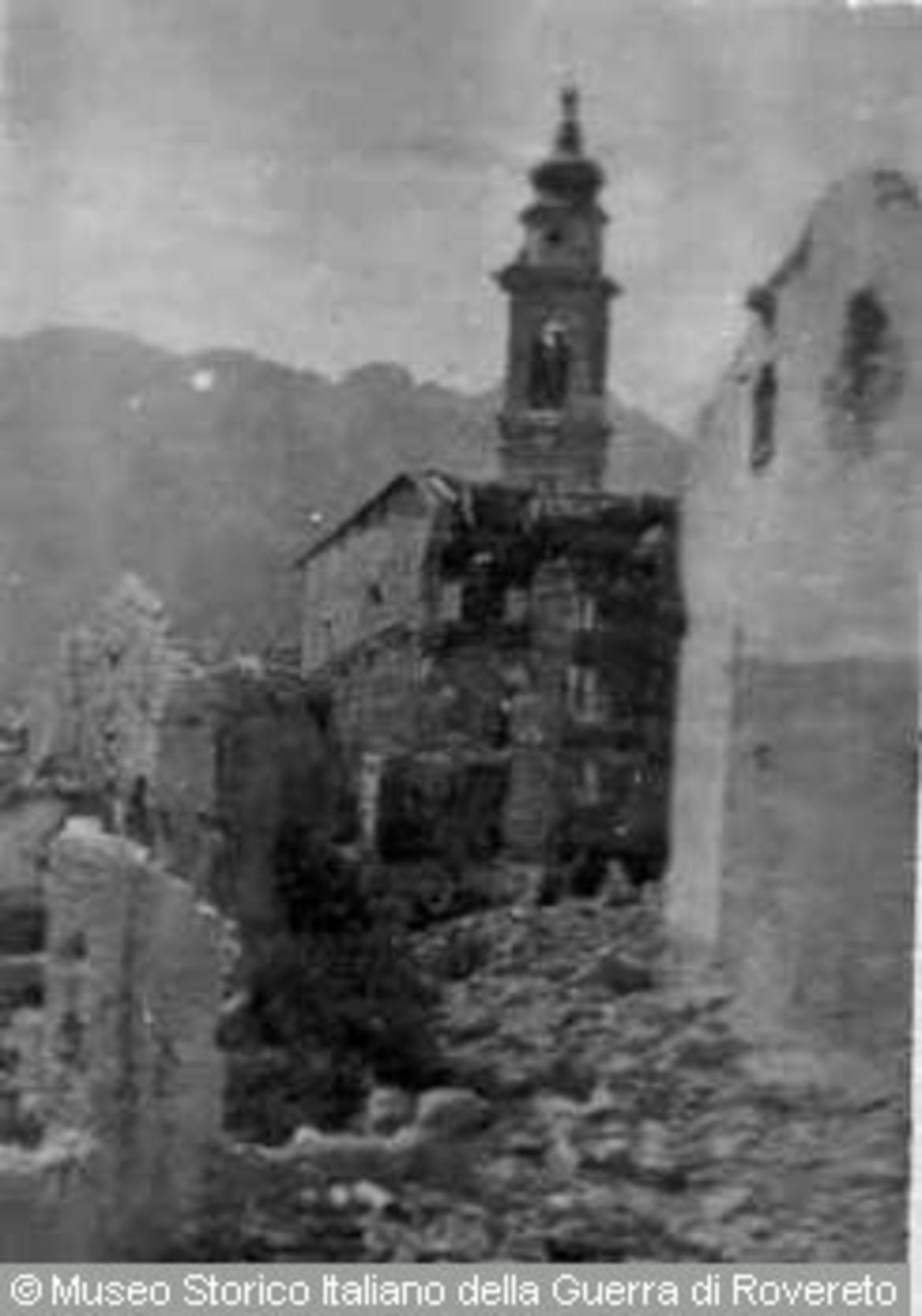 Il campanile fra le macerie, alla fine della prima guerra mondiale