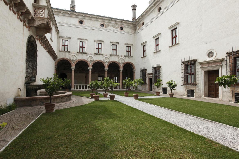 Giardini del castello del buonconsiglio trentino cultura for Cortile circolare