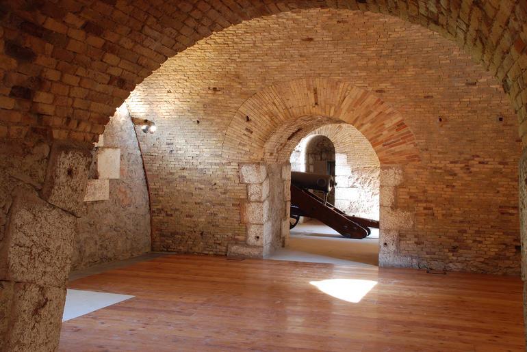L interno del forte di Cadine. Foto di C. Clamer imagefull Sentinelle di Pietra, spettacolo al Forte Dossaccio