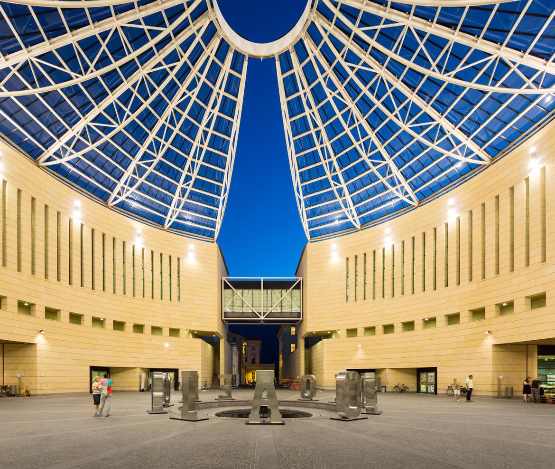 Mart museo di arte moderna e contemporanea di trento e for 2 piani di casa contemporanea di storia