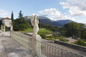 Giardino di villa consolati ora de lutterotti trentino - Oltre il giardino torrent ita ...