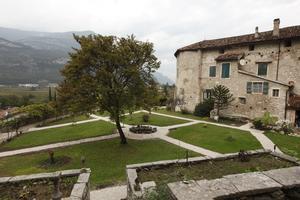 Vasca Giardino Pietra : Giardino di castel pietra trentino cultura