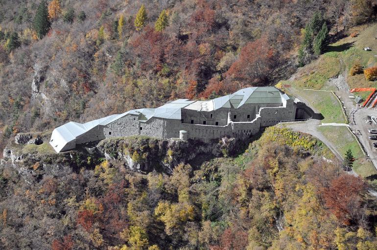 Vista aerea del forte Corno. Archivio Soprintendenza per i Beni culturali P.A.T imagefull Sentinelle di Pietra, spettacolo al Forte Dossaccio